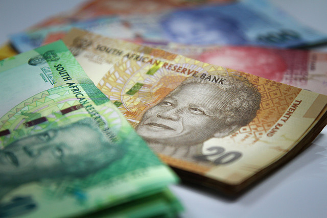 South Africa negotiates  with Zimbabwe over release of its cash
