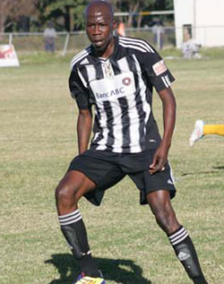 Bosso star  charges pub patrons with baton