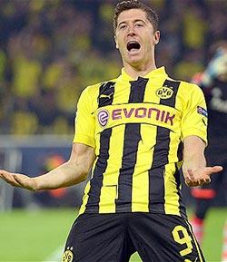 Lewandowski signs five-year Bayern deal