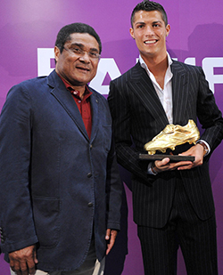 Eusebio:  Football pays tribute to legend