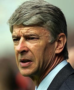 Arsenal's Wenger plays down transfer talk