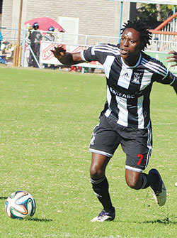 Pacesetters Highlanders host FC Platinum  Top weekend fixture … Charles Sibanda battles FC Platinum skipper Thabani Kamusoko