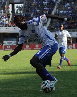 Mutuma declares  war on Caps United  Will they be celebrating on Sunday? … Roderick Mutuma with Murape Murape