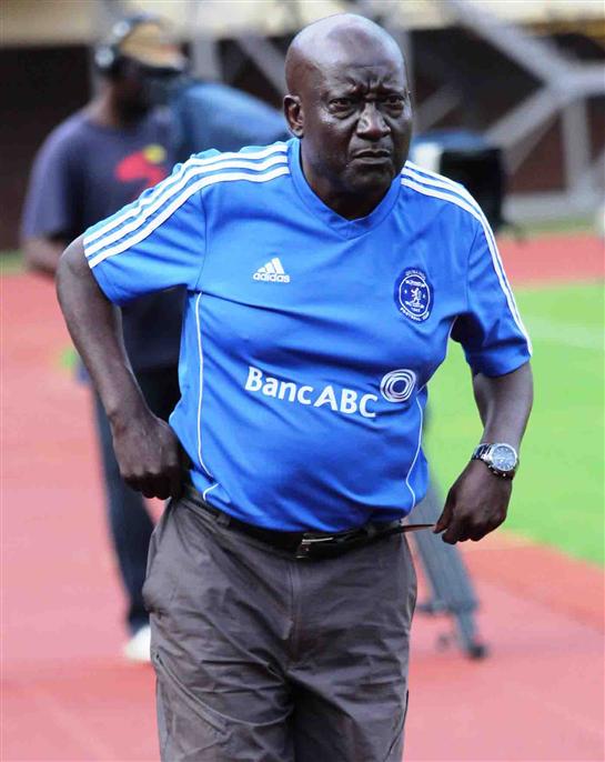 Dynamos boss Mubaiwa backs underfire Mandigora  Mandigora has not done anything wrong so far … Kenny Mubaiwa (left)