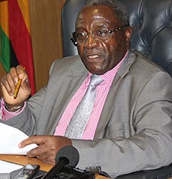 Reports of looting at Zifa worrying, says Mugabe