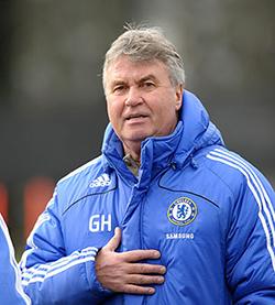 Dutchman Guus Hiddink says in talks with Chelsea