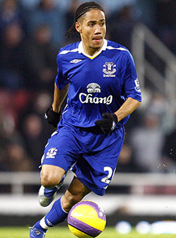 Steven Pienaar looks for loan move in the English Championship as Everton game-time diminishes