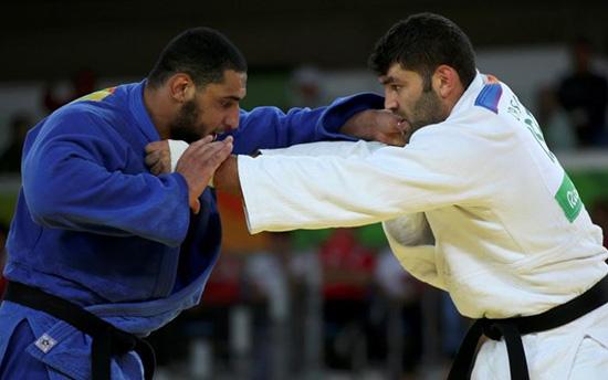 Egyptian judoka sent home over handshake refusal with Israeli