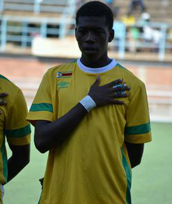 Kaizer Chiefs assess Zimbabwean defender Teenage Hadebe