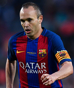 Iniesta agrees Barca 'contract for life'