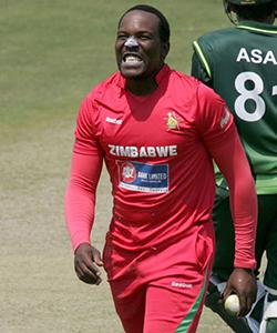 Zimbabwean batsmen struggle under lights