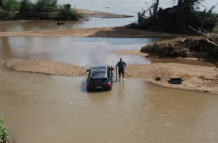 SA police prevent stolen cars crossing Limpopo River into Zimbabwe