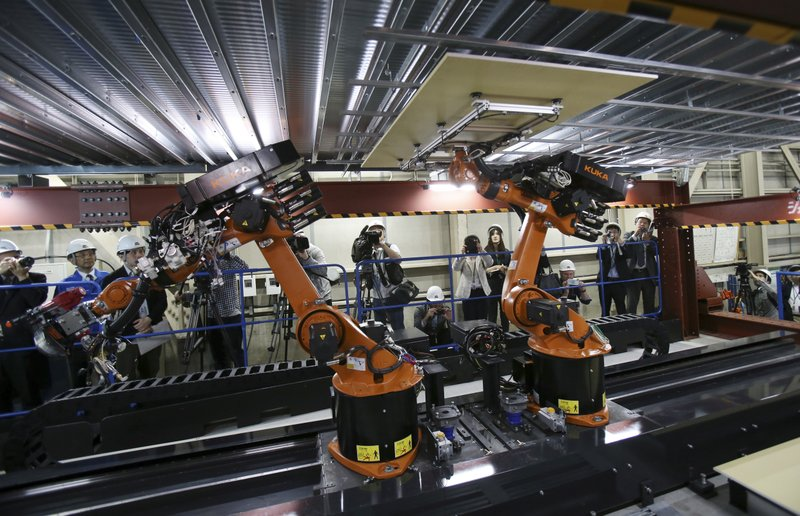 Construction robots weld, bolt, lift to beat worker shortage