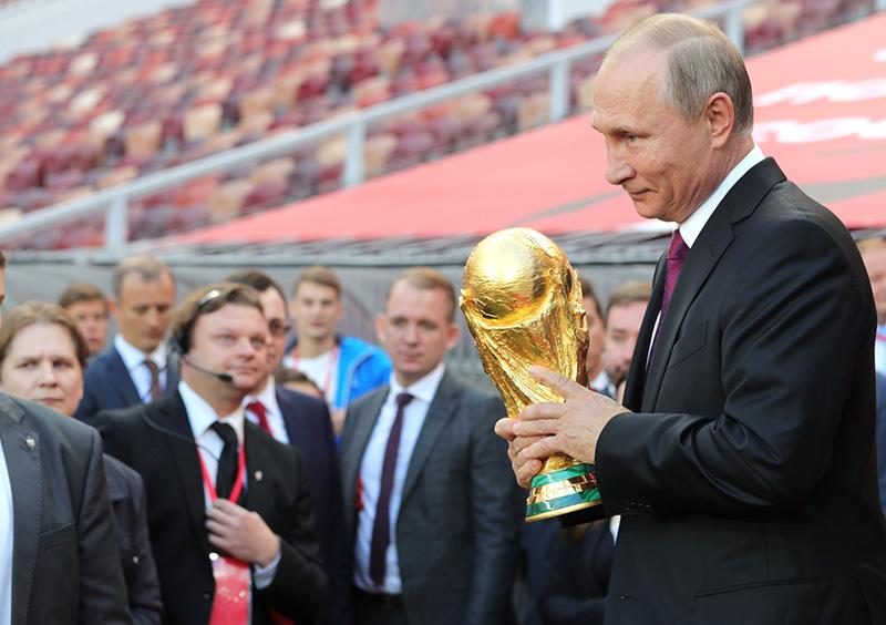 [Image: Vladimir-Putin-FIFA.jpg]