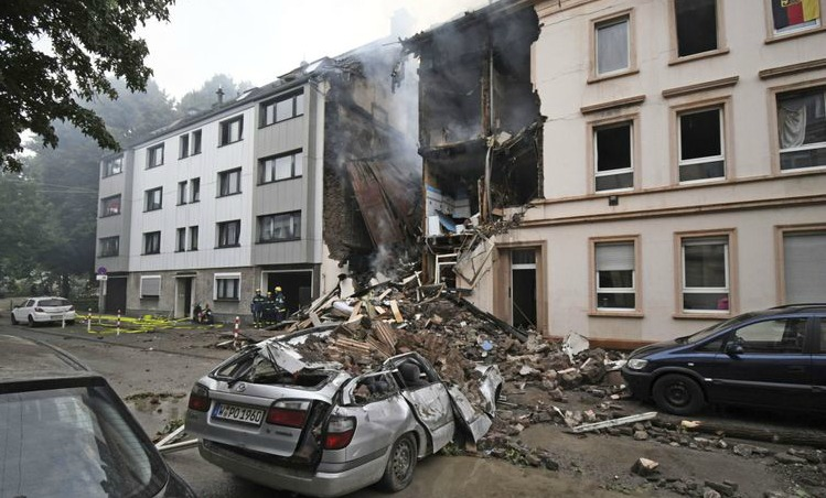 25 injured as explosion destroys building in Germany