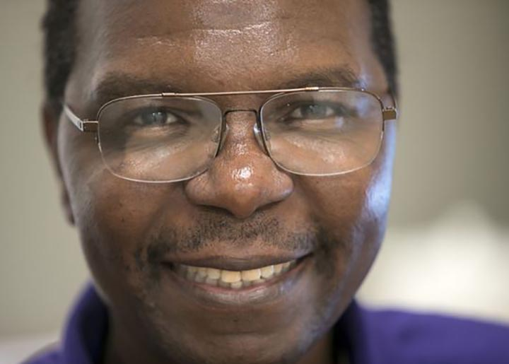 United States: Zim professor sends 40 computers back home to school for orphans