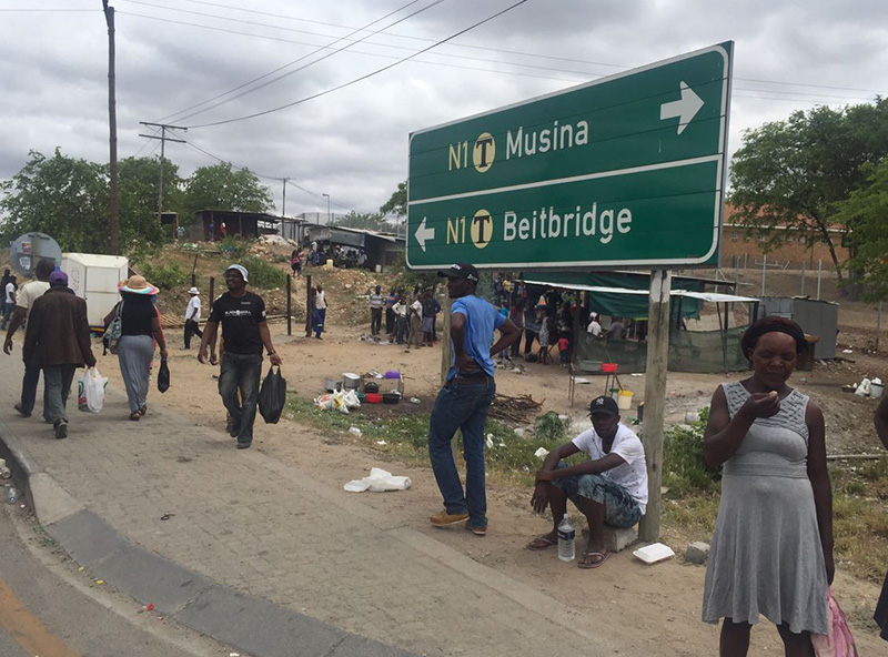SA's Cosatu in BeitBridge border shutdown over Zimbabwe rights abuses