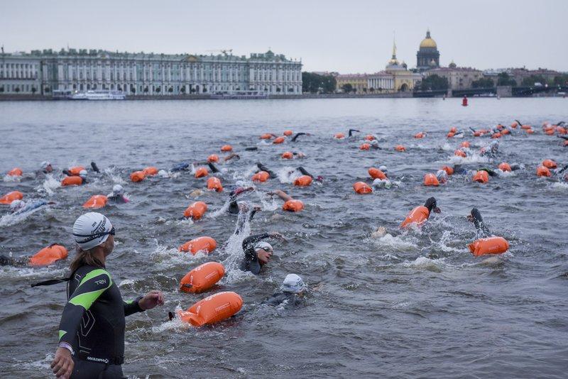 RUSSIA: 600 take the plunge in unusual St. Petersburg swim