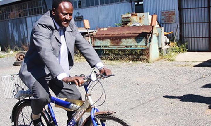 ELECTIONS: Mayor who refused posh car and opted for bicycle ousted