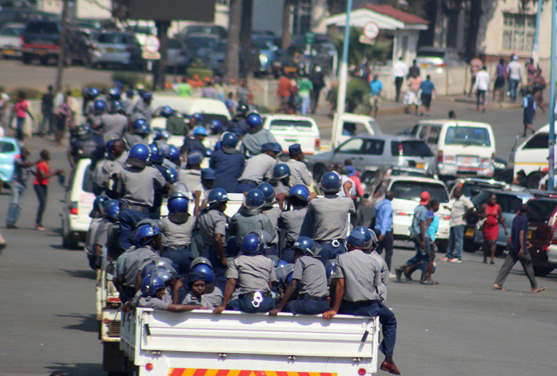 Police, council fail to clear Harare of vendors again; defiant traders back on the streets