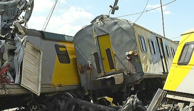 300 injured in South Africa train collision