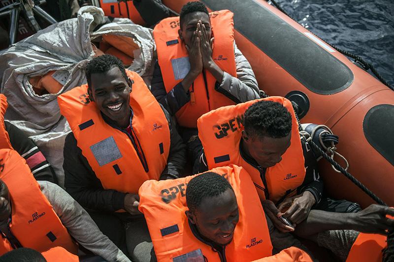 EU moves to tighten borders, boost Africa ties on migrants