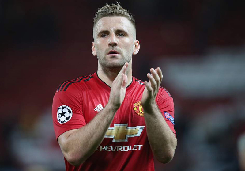 Shaw signs new deal to 2023 at Man U after getting back in favour