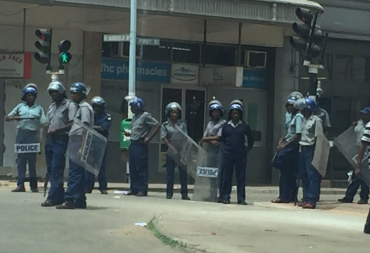 Zim Police Accused Of Assaulting Journalists During Lockdown