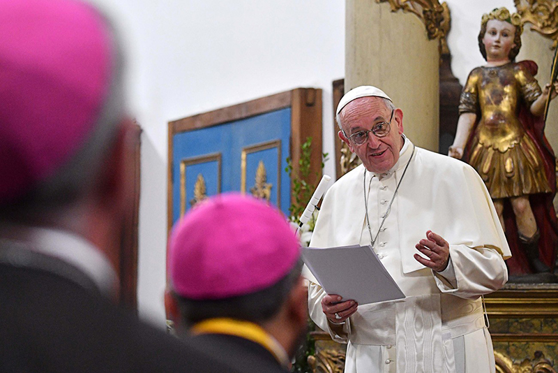 Vatican stalls on married Catholic priests