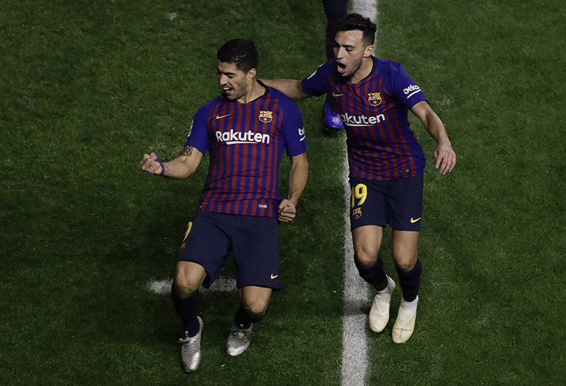 With 2 more goals, Suarez keeps Barca winning without Messi
