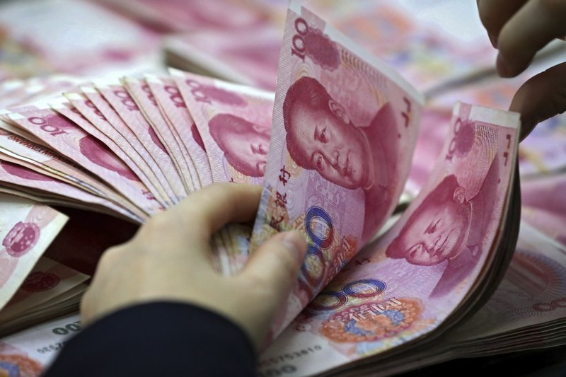 China's reserves fall, suggesting Beijing propping up yuan