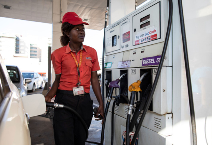 Zimbabweans use Social Media to Find Fuel as shortages worsen