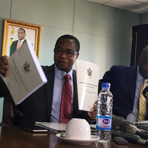 Banks Fear Hyperinflation Return in Plea for Zimbabwe Reforms