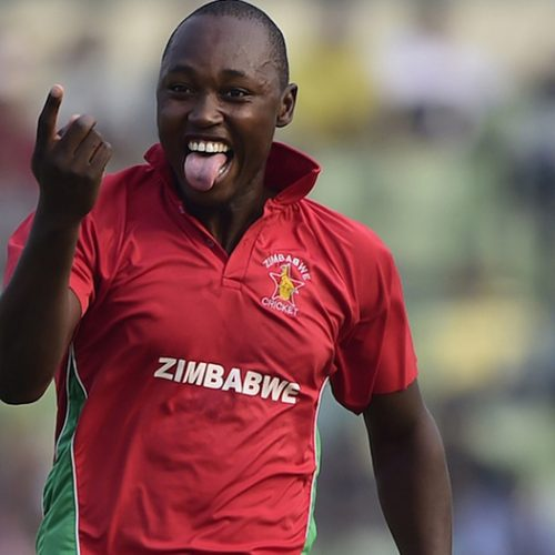 Zimbabwe's Chatara stretchered off with suspected quadriceps tear