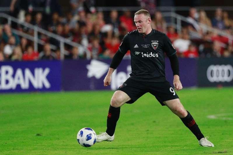 Wayne Rooney suffers minor injury