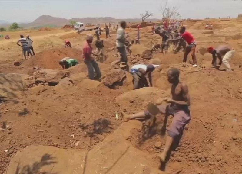 Malawi gold rush pulls in villagers as excitement swells