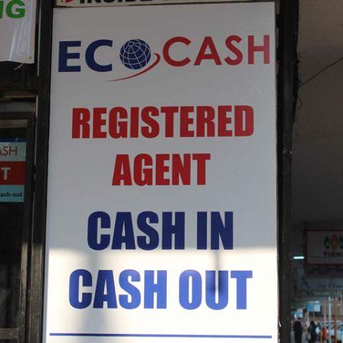 Zimbabweans paying huge amounts to buy cash