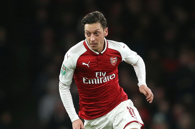 Ozil problem weighs heavy at new-look Arsenal