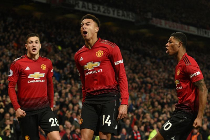 Man Utd fight back again but Arsenal extend unbeaten run in four-goal thriller