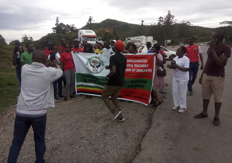 Striking teachers continue 275km Mutare-Harare march