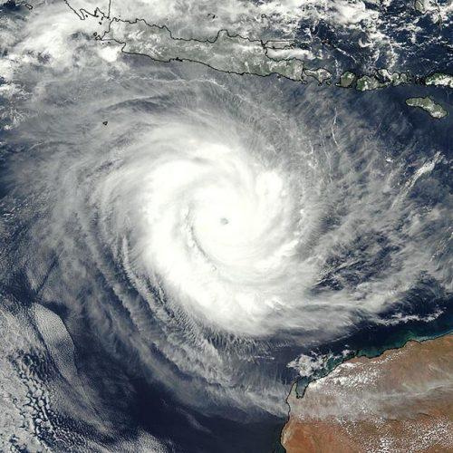 Severe tropical cyclone bears down on north Australia coast