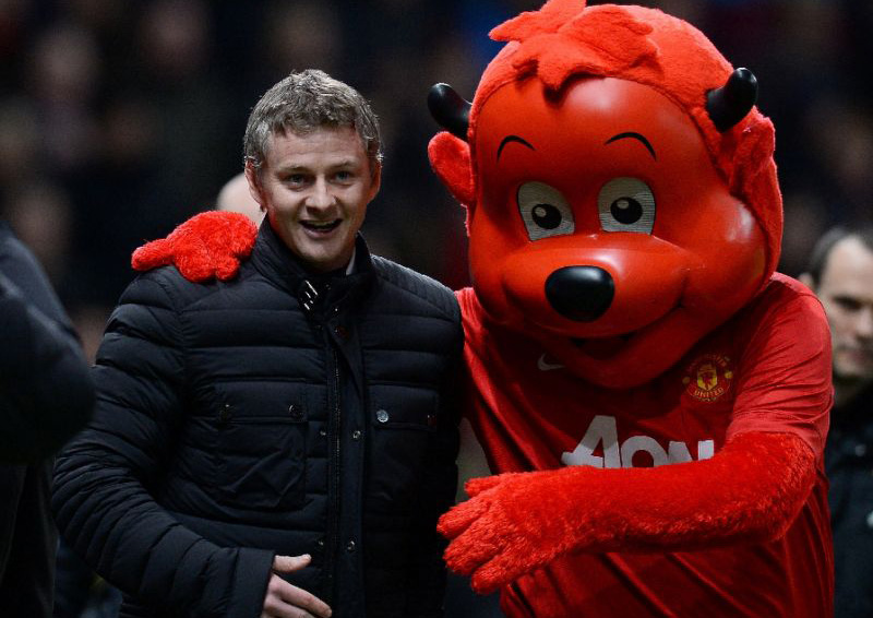 'Legend' Solskjaer named Manchester United caretaker manager