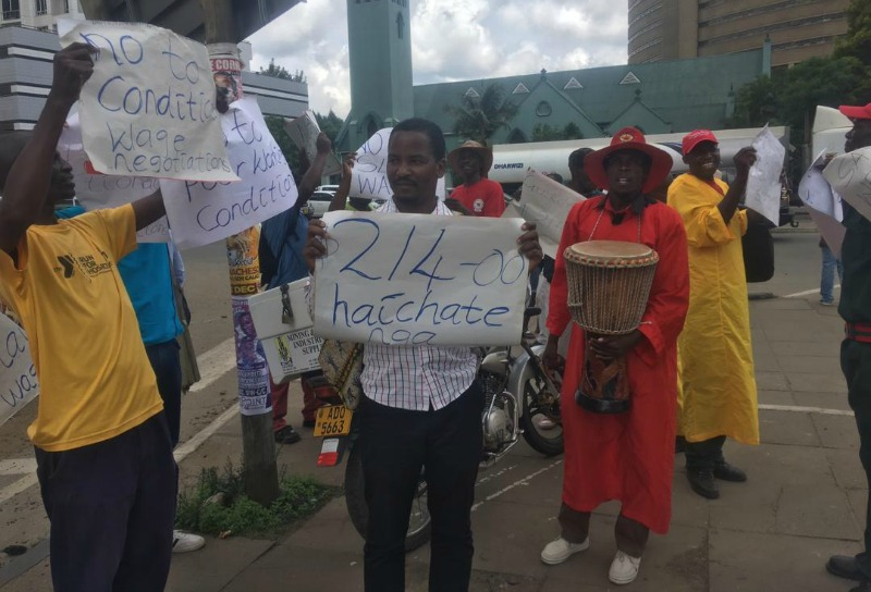 Security guards in Harare street demo over poor wages