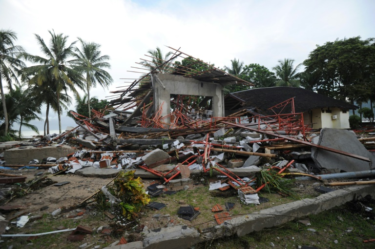 Hunt for survivors as Indonesian tsunami death toll climbs to 373
