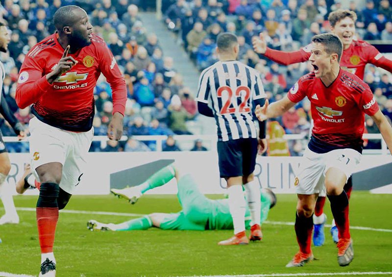 Lukaku saves Solskjaer's perfect record as Chelsea fire blanks