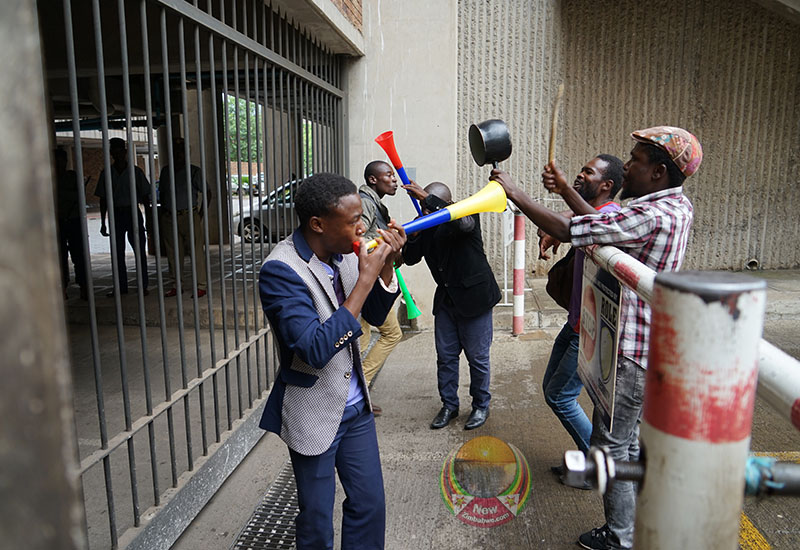 Teachers group hires street kids to boost wage demo (more pictures)