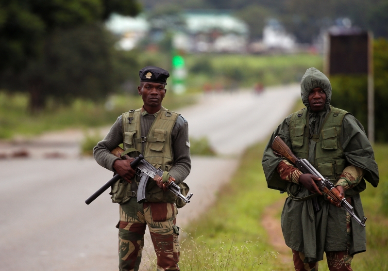 Zimbabwe troops assaulting people in capital
