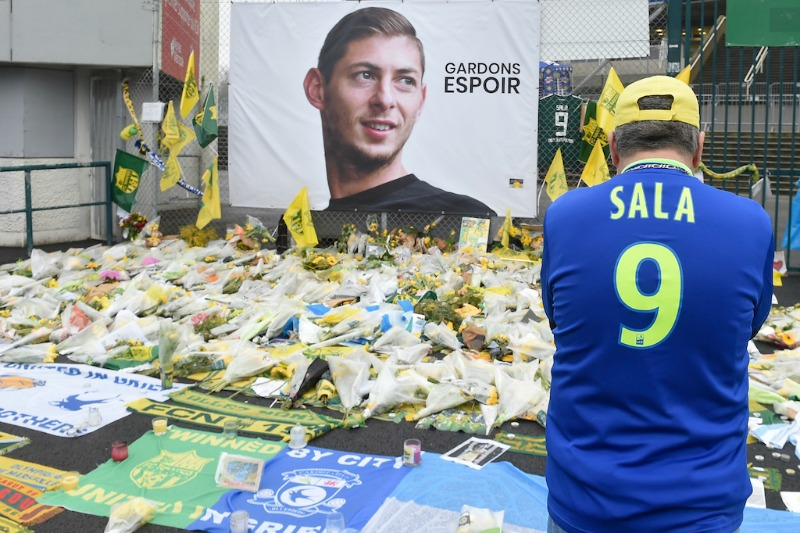 Family tries to revive search for Sala plane pilot
