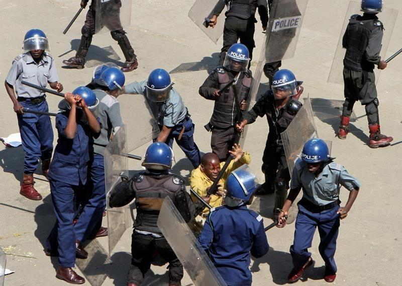 Under-fire police juniors blame superiors for ordering civilian abuses