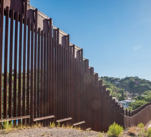 Mexico border wall: US states sue over emergency declaration